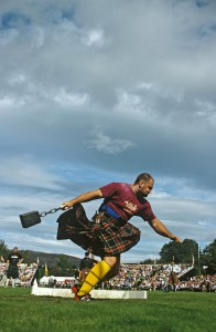 Hammerwerfen bei den Braemar Highland Games Foto: Scottish Viewpoint